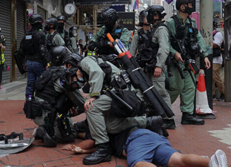 В Гонконге задержали 180 человек за участие в незаконных протестах