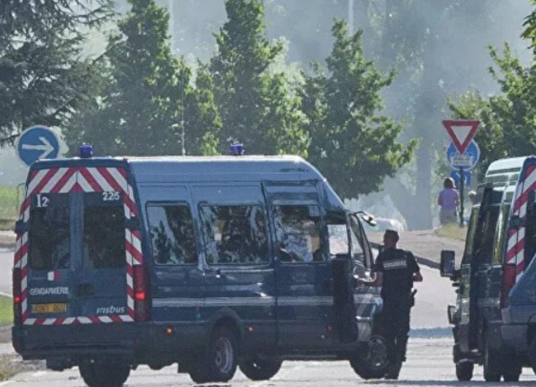 Во Франции мужчина убил трех человек на предприятии, сообщили СМИ
