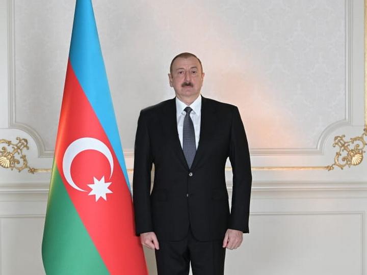 Президенту Ильхаму Алиеву продолжают поступать поздравления по случаю Дня Республики