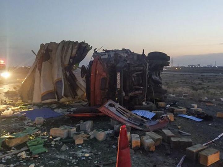На Абшероне столкнулись грузовики, есть погибшие - ФОТО