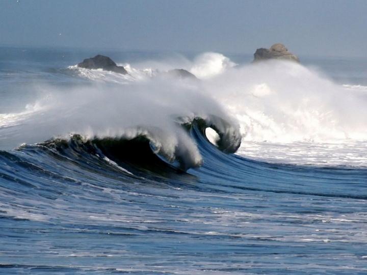 Высота волн в Каспийском море составила 4,5 метров