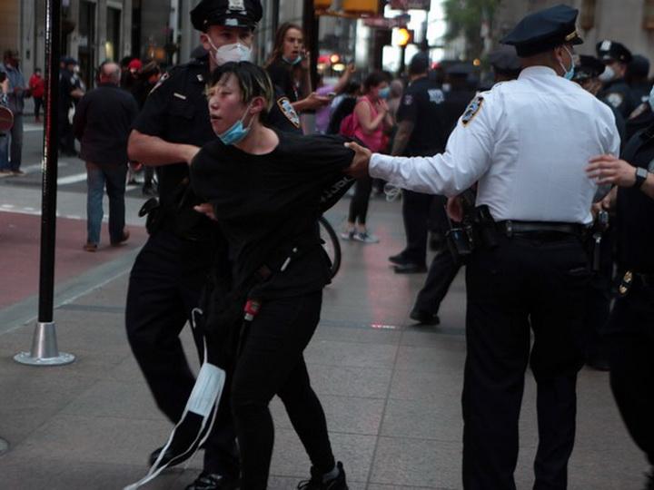 В Нью-Йорке арестовали более 200 человек за два дня протестов