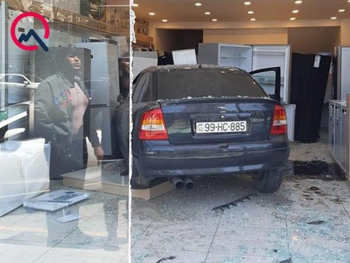 Bakıda maşın məşhur mağazaya girdi - FOTO + VİDEO