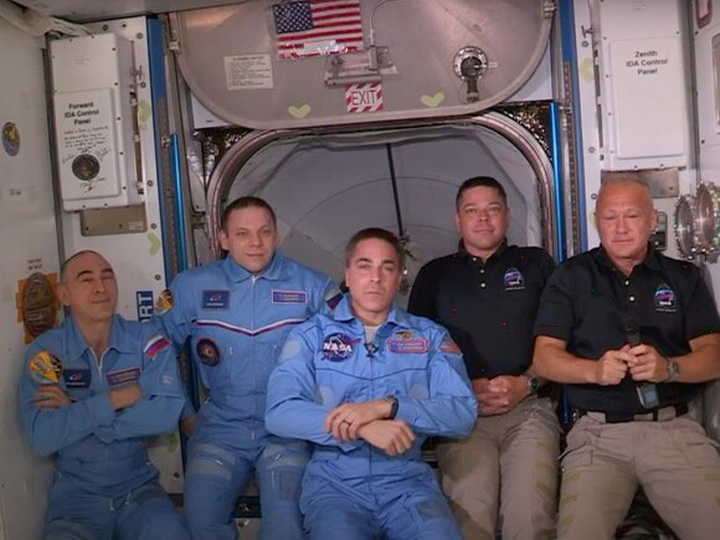 Члены экипажа Crew Dragon успешно перешли на борт МКС - ФОТО