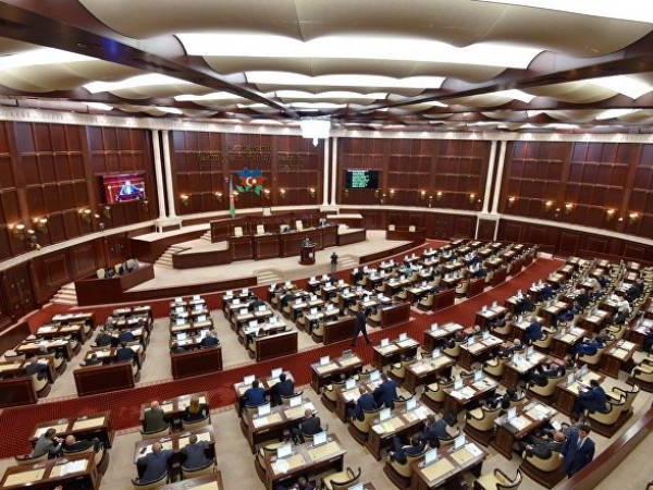 В парламенте Азербайджана предложили разработать закон о соцсетях