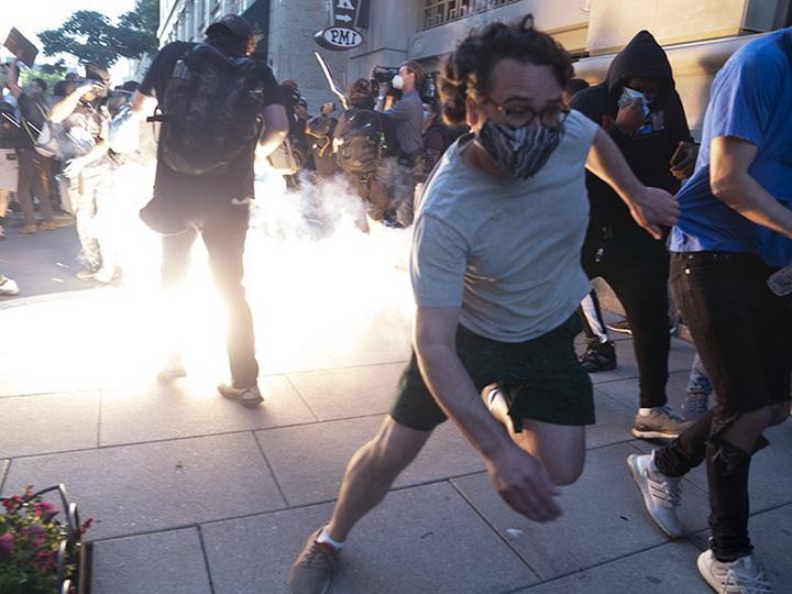 Полиция США жестоко подавляет акции протеста против убийства афроамериканца - ФОТО - ВИДЕО