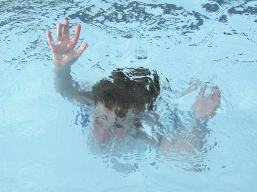 В Баку трагически погиб 2-летний ребенок
