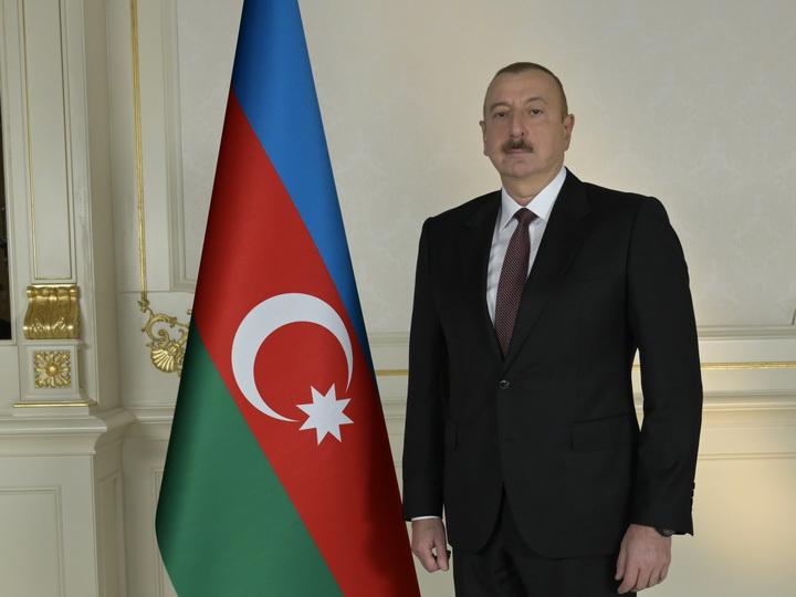 Ильхам Алиев наградил работников гражданской авиации