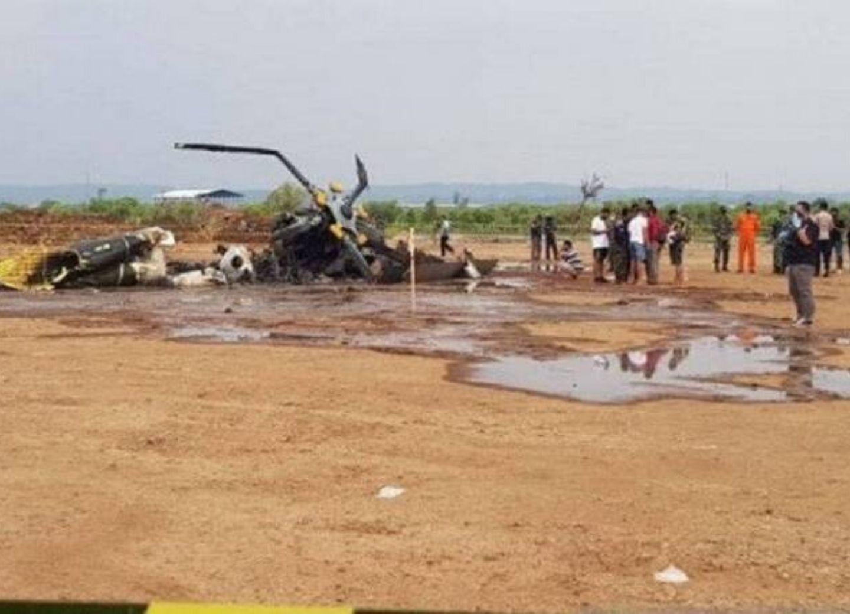 В Индонезии четыре человека погибли при крушении военного вертолета