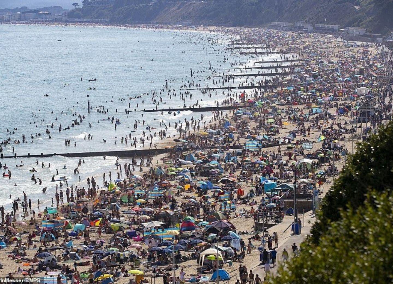 Пляжи Британии переполнены после отмены карантина, власти бьют тревогу – ФОТО – ВИДЕО