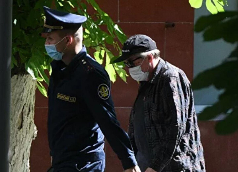 Адвокат Ефремова заявил, что у актера случился сердечный приступ