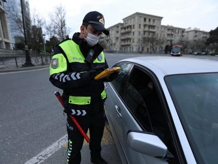 На бакинских дорогах убирают карантинные посты