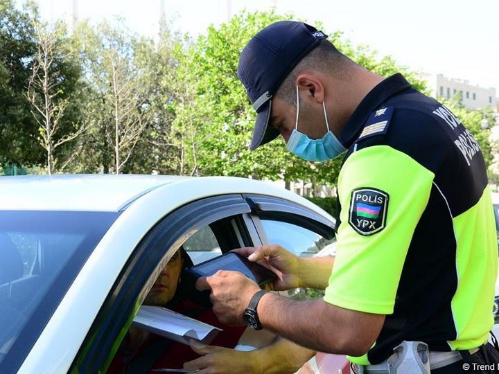 В Баку ликвидируются полицейские посты и усиливается контроль во всех закрытых пространствах