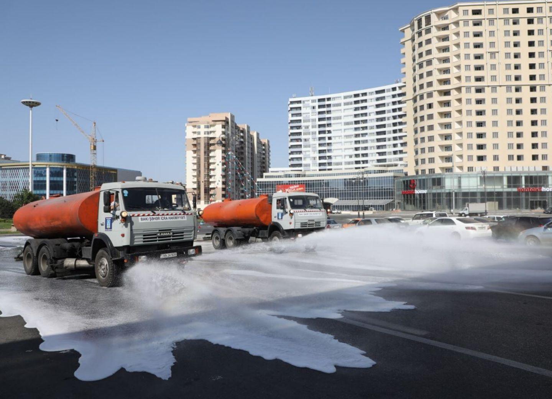 Спецтехника привлечена к масштабной дезинфекции Баку - ФОТО