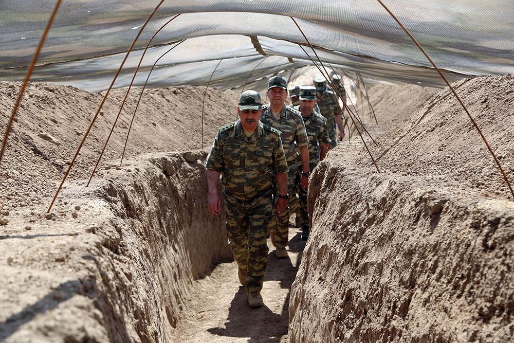Министр обороны Азербайджана посетил подразделения на передовой – ФОТО-ВИДЕО