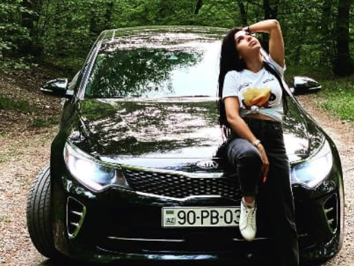 В Баку девушка-автохулиган хвасталась перед подругами ночными гонками – ФОТО - ВИДЕО