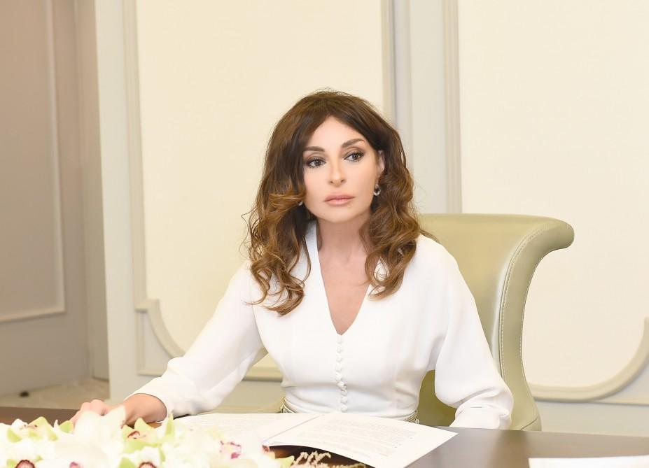 По поручению Мехрибан Алиевой лечение заразившегося коронавирусом врача АМУ взято под особый контроль - ФОТО