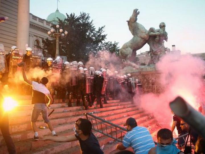 Протесты в столице Сербии не стихают – ФОТО