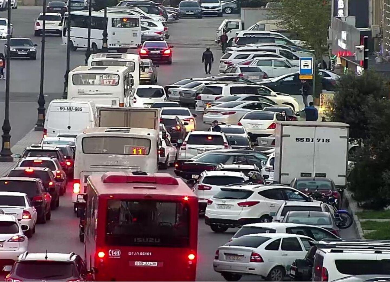 Дорожная полиция Азербайджана вновь получила полномочия штрафовать за неправильную парковку
