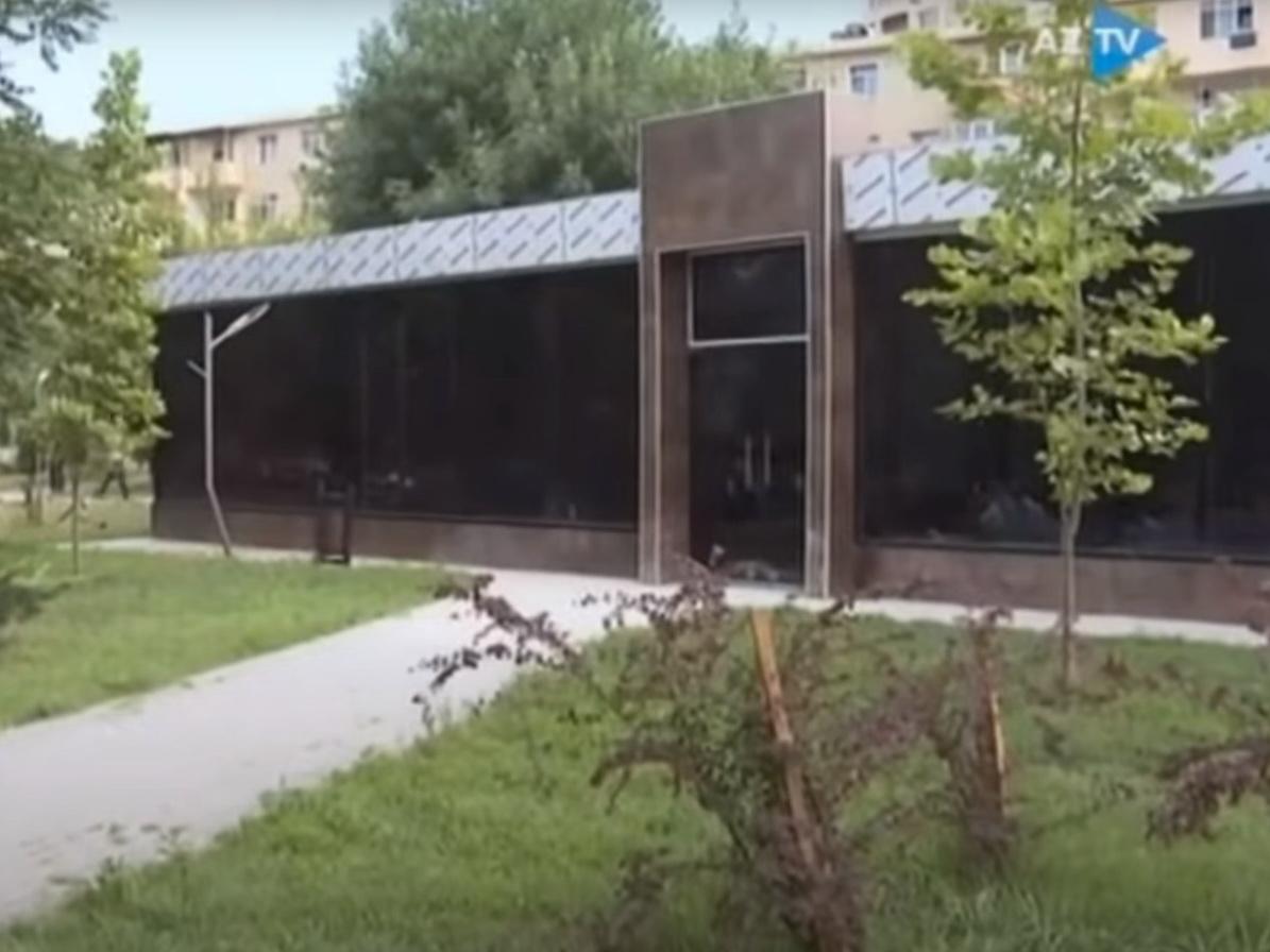 В Баку снесена незаконная постройка, возведенная в парке, благоустроенном в рамках проекта «Наш двор» – ВИДЕО