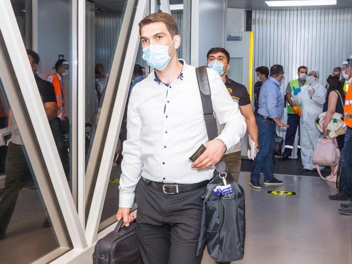 Национальный авиаперевозчик Азербайджана вернул соотечественников на родину из Москвы - ФОТО