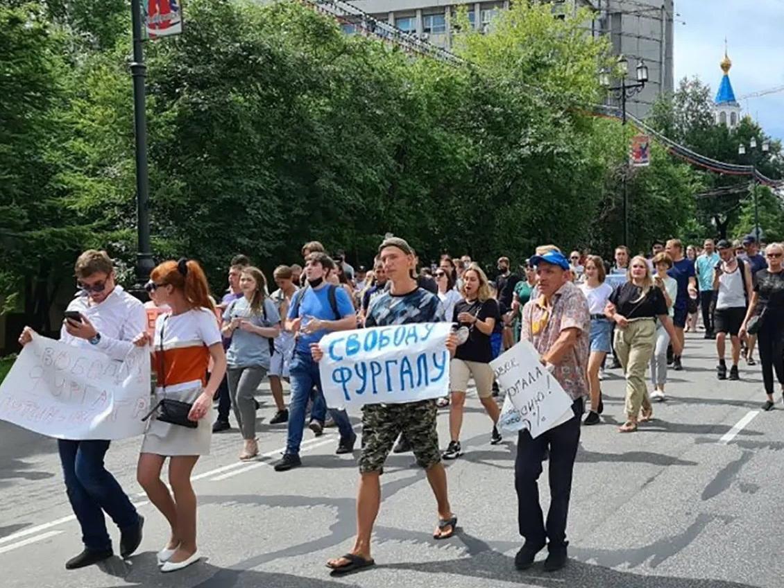 В Хабаровске задержаны несколько участников акции в поддержку губернатора Сергея Фургала – ФОТО - ВИДЕО