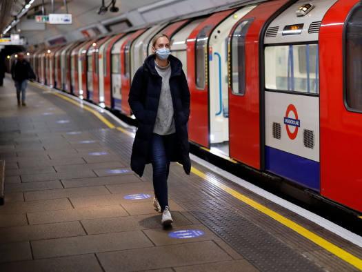 В Великобритании ношение масок в общественных местах станет обязательным