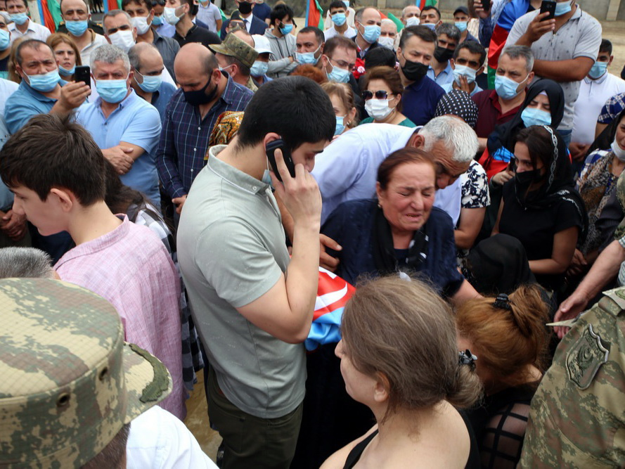Президент Ильхам Алиев выразил по телефону соболезнования семьям шехидов - ФОТО - ВИДЕО