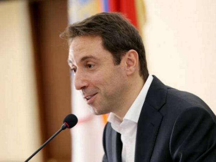 Мэр Еревана выписал чиновникам премии почти на $100 тыс