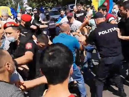 Провокация в Кишиневе: армяне напали на азербайджанцев – ФОТО