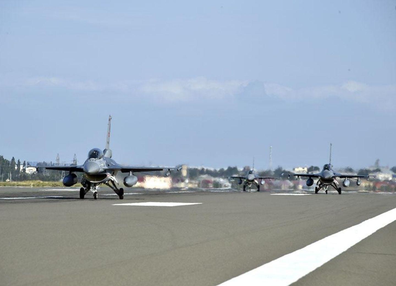 Самолеты F-16 ВВС Турции, участвующие в учениях TurAz Qartalı 2020, прибыли в Азербайджан - ФОТО - ВИДЕО