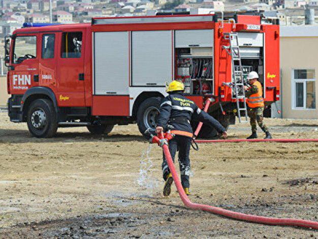В Азербайджане при крупном пожаре погибли два человека