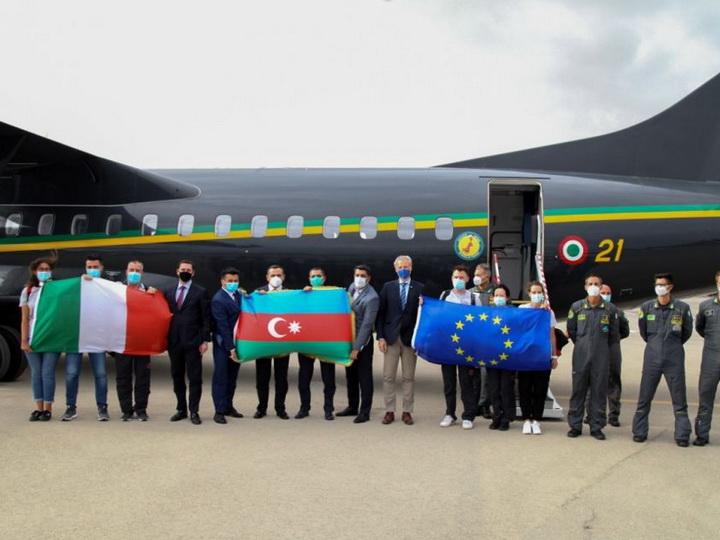 В Азербайджан в рамках мер по борьбе с COVID-19 прибыли итальянские врачи – ФОТО