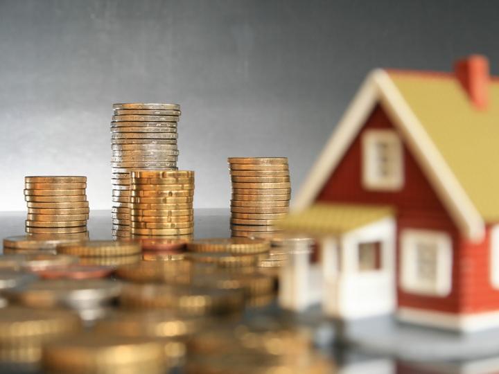 Опрос: азербайджанцы предпочитают инвестировать в недвижимость или хранить деньги в долларах – ФОТО