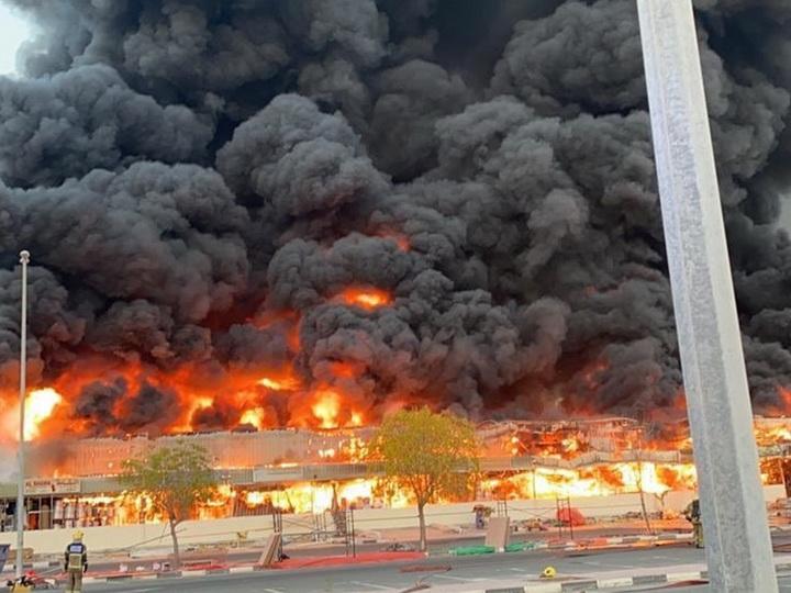 Страшный пожар вспыхнул на огромном рынке в городе Аджман в ОАЭ – ФОТО – ВИДЕО