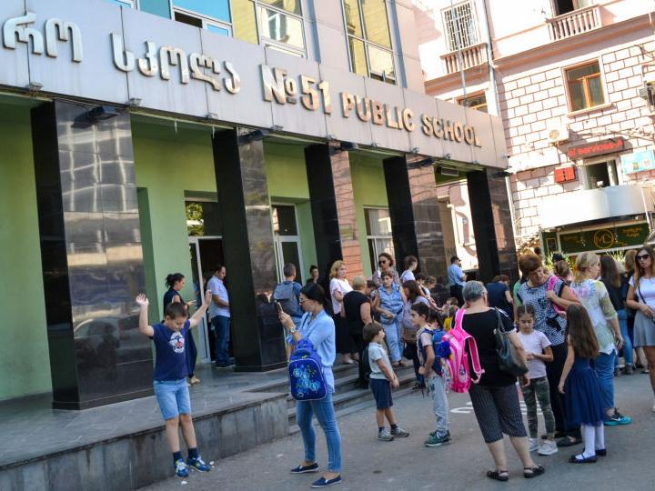 В Грузии решили открыть школы и вузы