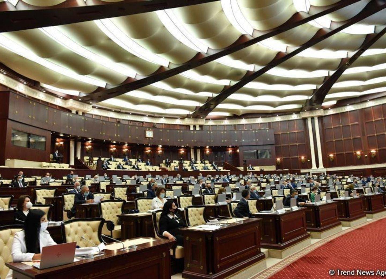 Завершилась внеочередная сессия парламента Азербайджана