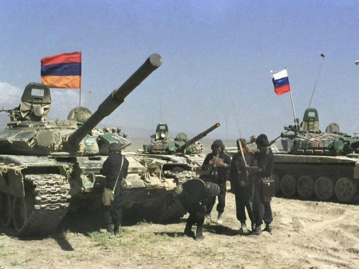Россия отправила очередную партию оружия Армении, МИД Азербайджана должен выразить протест
