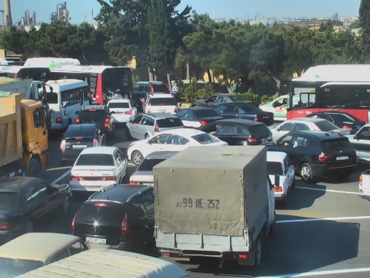 На дорогах Баку наблюдается большая плотность движения - ФОТО