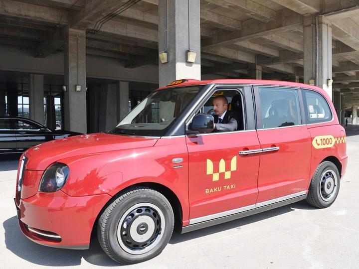 Ильхам Алиев сел за руль «Лондонского такси» - ВИДЕО