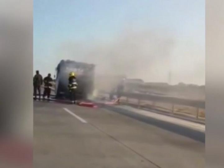 В Баку сгорел пассажирский автобус – ВИДЕО