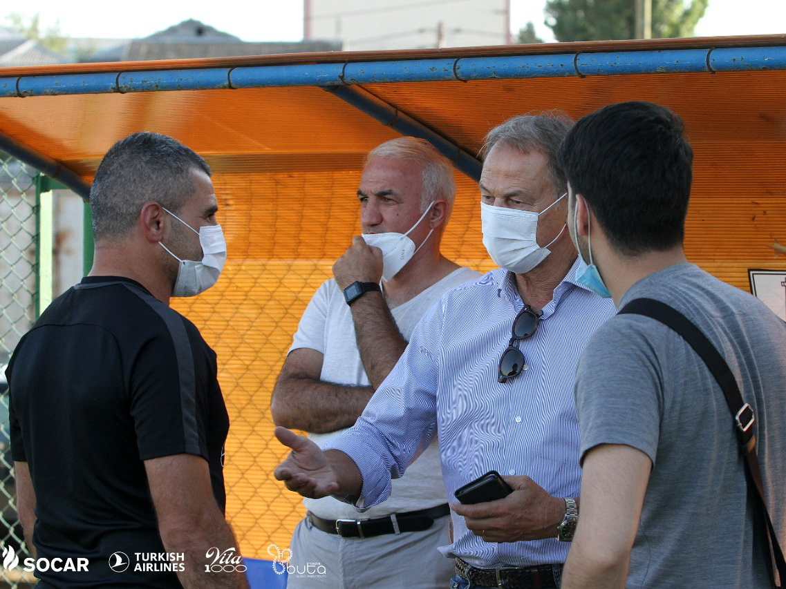 Джанни Де Бьязи понаблюдал за тренировкой «Нефтчи»