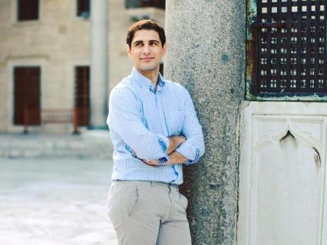 Невероятная история Орхана Мустафаева: как заика смог устроиться на НТВ и проработать репортером около десяти лет – ФОТО
