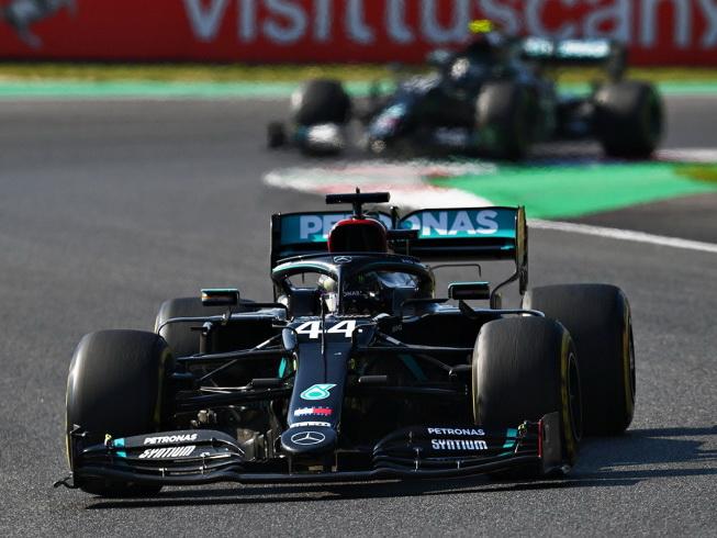 Хэмилтон выиграл Гран-при Тосканы, Албон — третий, Квят — седьмой