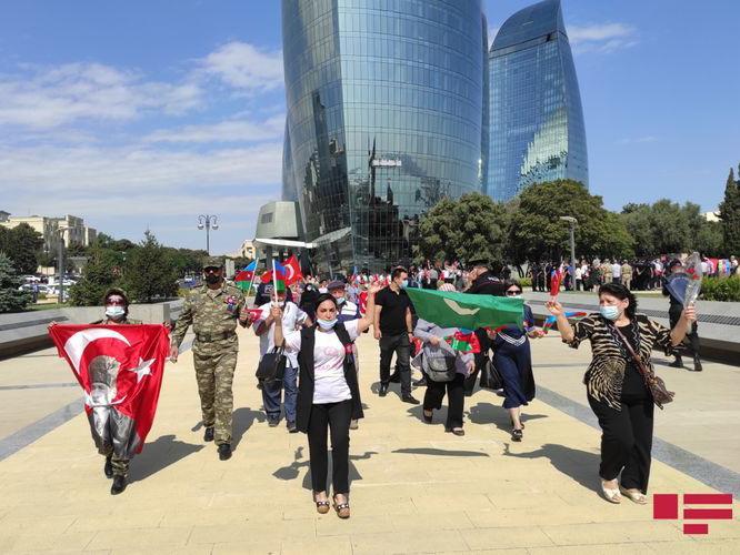 В Баку прошла акция в поддержку Турции - ФОТО
