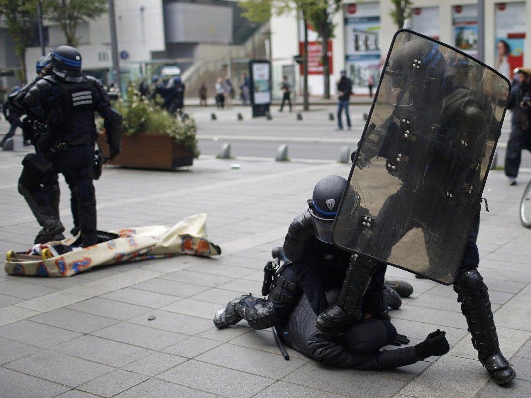 Полиция Запада превышает полномочия, но остается безнаказанной – ФОТО – ВИДЕО