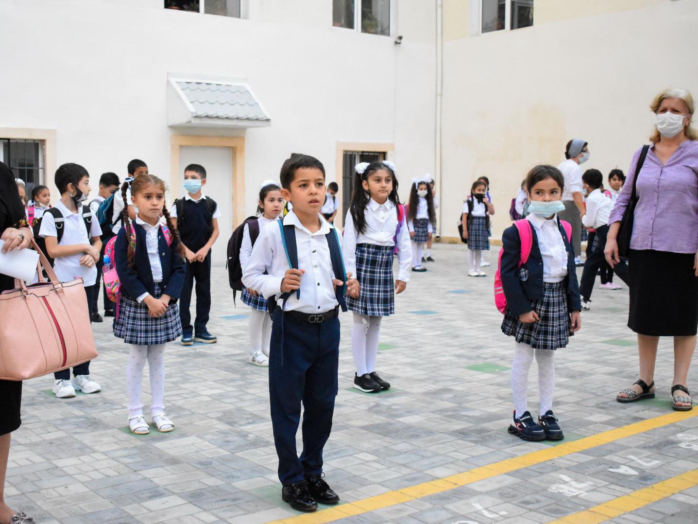 «День знаний» в Азербайджане в условиях пандемии - ФОТОРЕПОРТАЖ