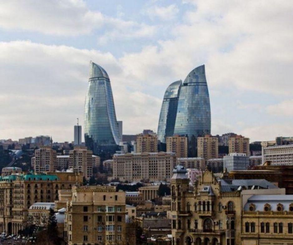 В субботу в Баку ветрено и облачно