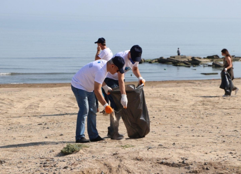 Прошла акция по очистке под девизом «Чистота моря начинается с нас» - ФОТО