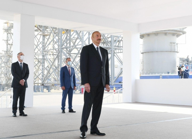 Президент Ильхам Алиев: Сегодня основная часть экономики страны связана с нефтегазовым сектором, и так будет еще долгие годы